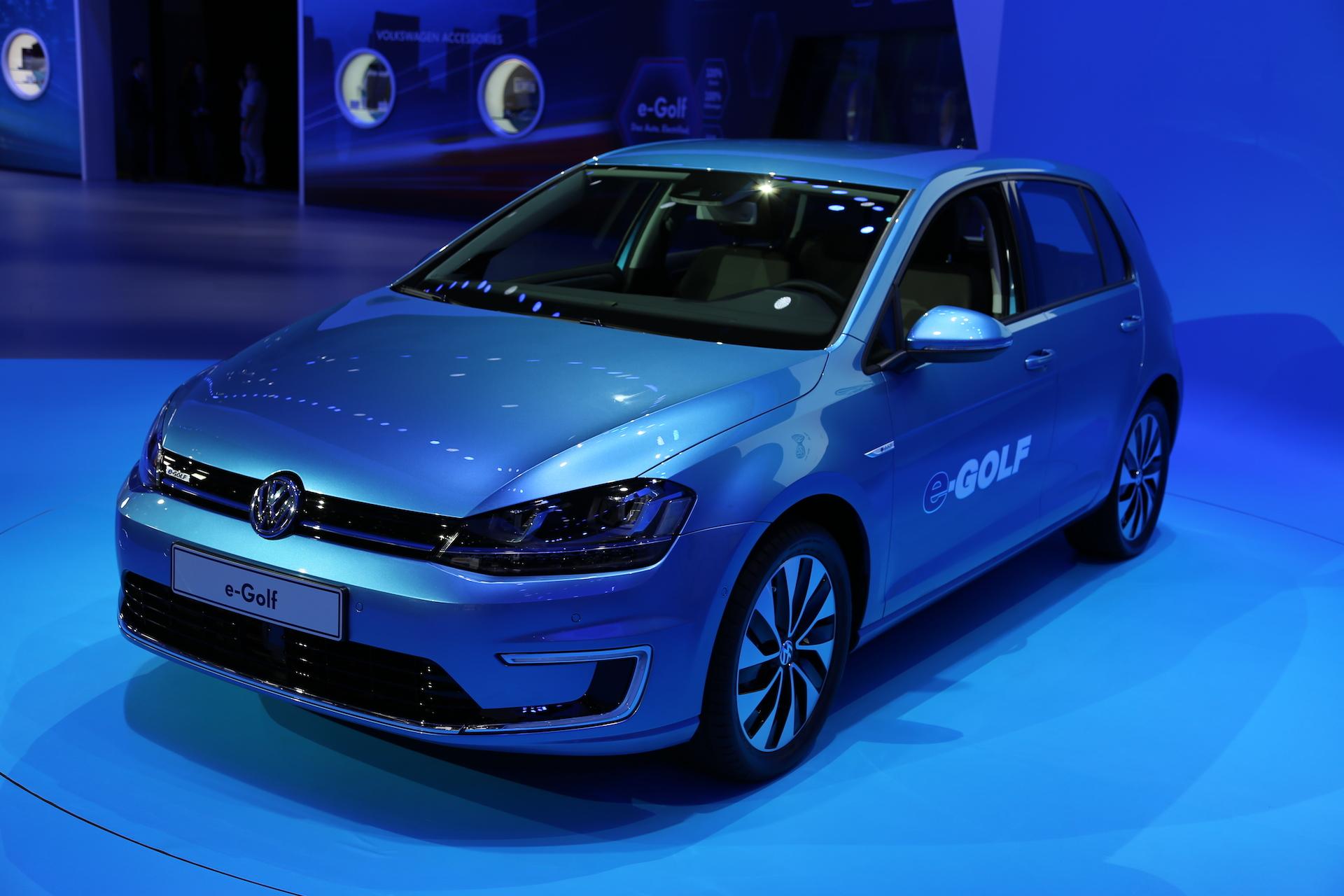 2015 volkswagen e golf electric car preview and live photos 2013 l a auto show. Black Bedroom Furniture Sets. Home Design Ideas