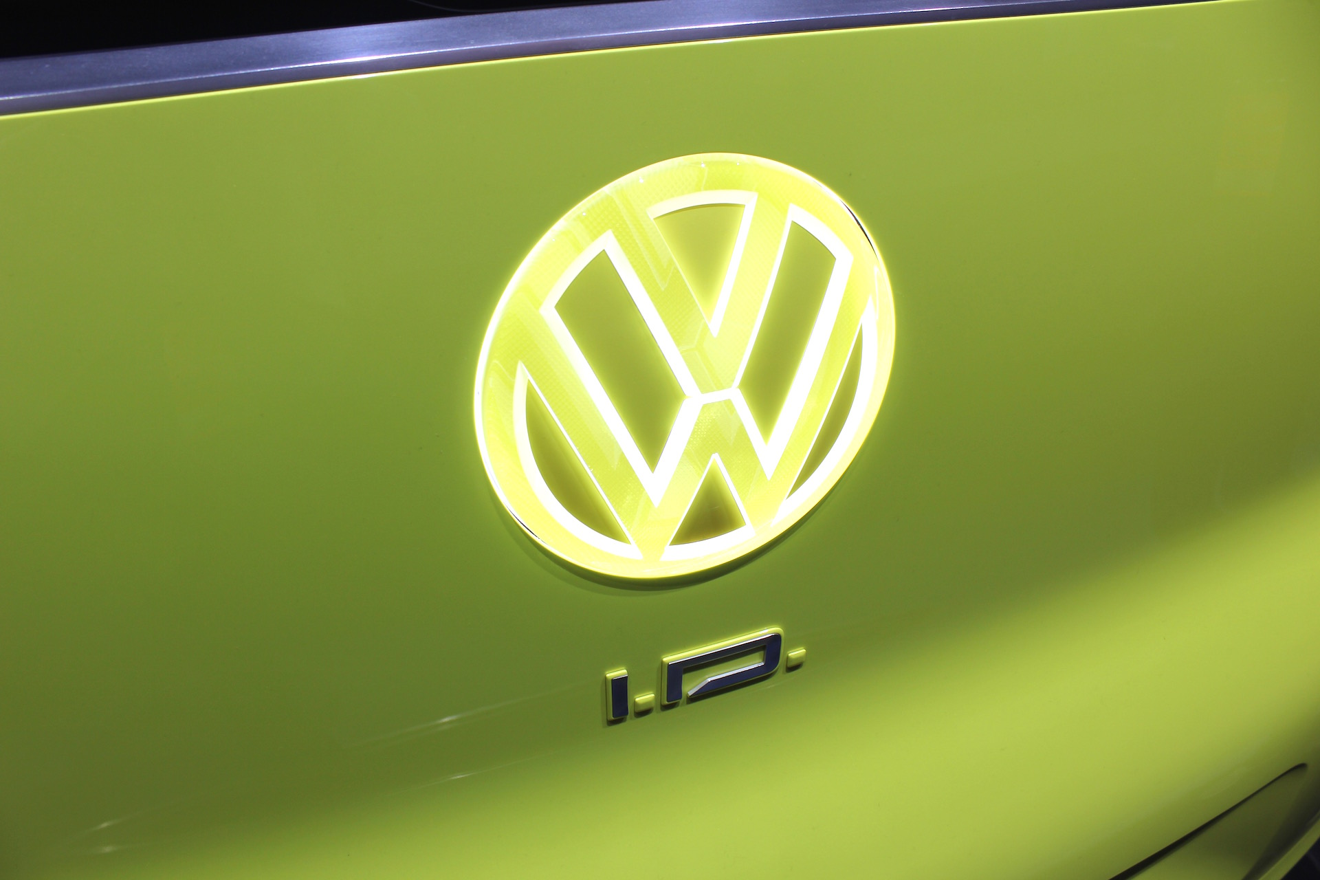 "VW backs expansion of ""plug and play"" battery-buffered fast chargers"