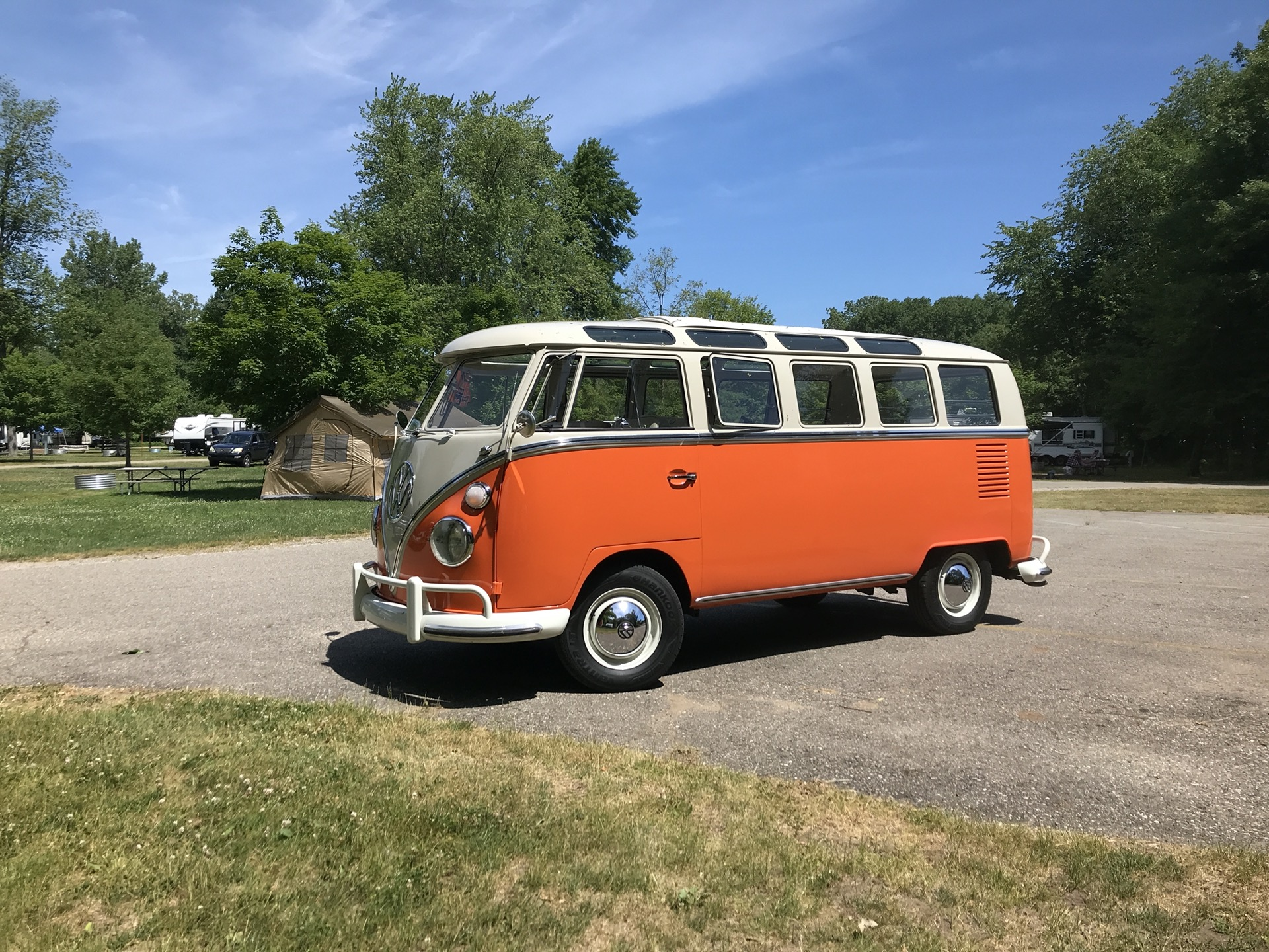 1967 Vw Bus Attracts The Kind Buds We All Need