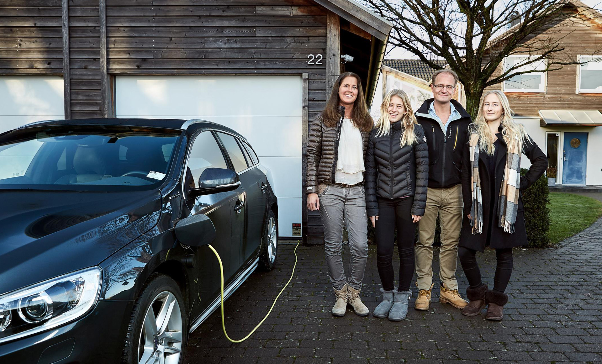 Volvo delivers first self-driving cars to families in Drive Me project