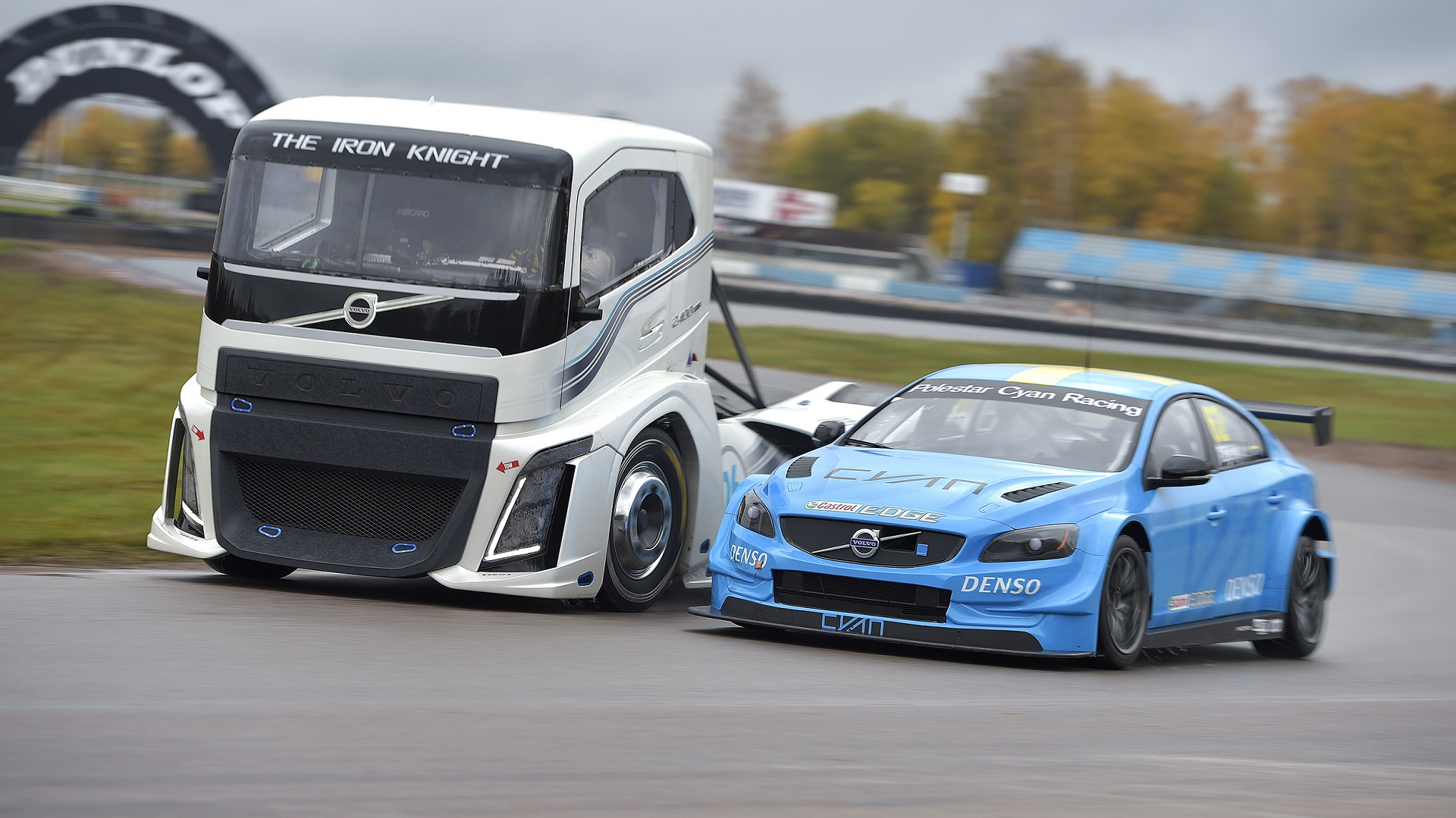 Volvo Trucks Pits 2 400 Hp Race Truck Against Wtcc Race Car