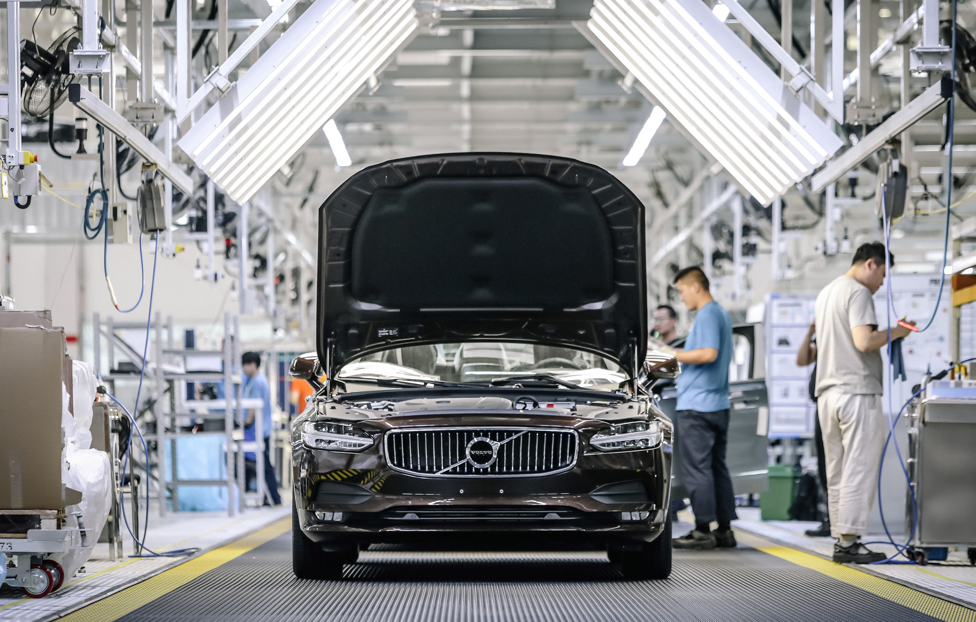 With IPO in view, Volvo buys out Chinese joint ventures from Geely