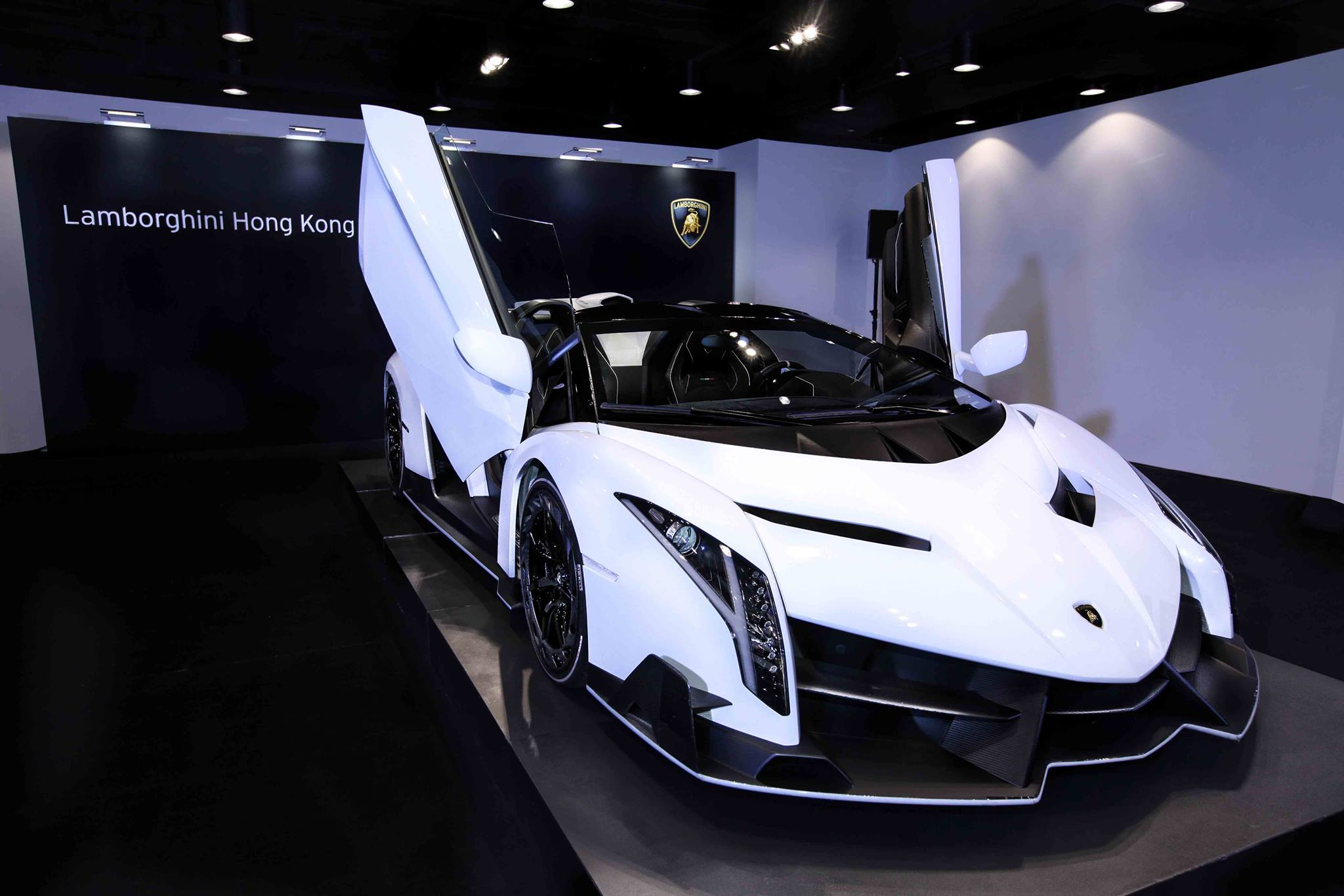 1 of 9 lamborghini veneno roadsters delivered in hong kong video. Black Bedroom Furniture Sets. Home Design Ideas
