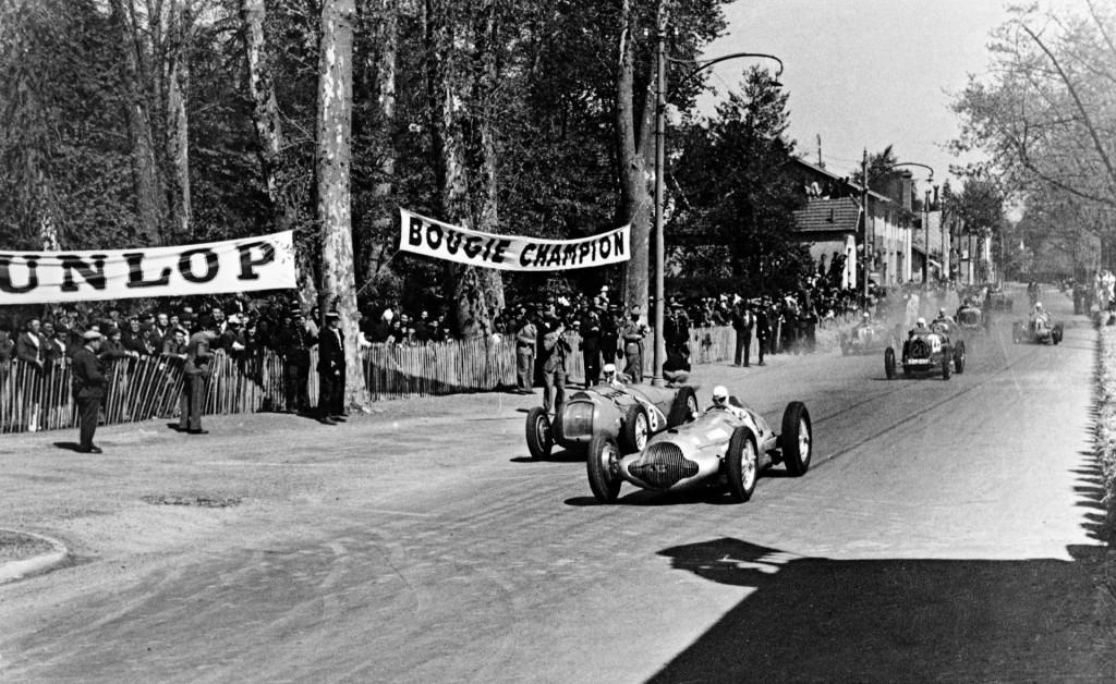 1938 Pau Grand Prix, with Rudi Caracciola, front, Silver Arrow, and Rene Dreyfus, next, Delahaye 145