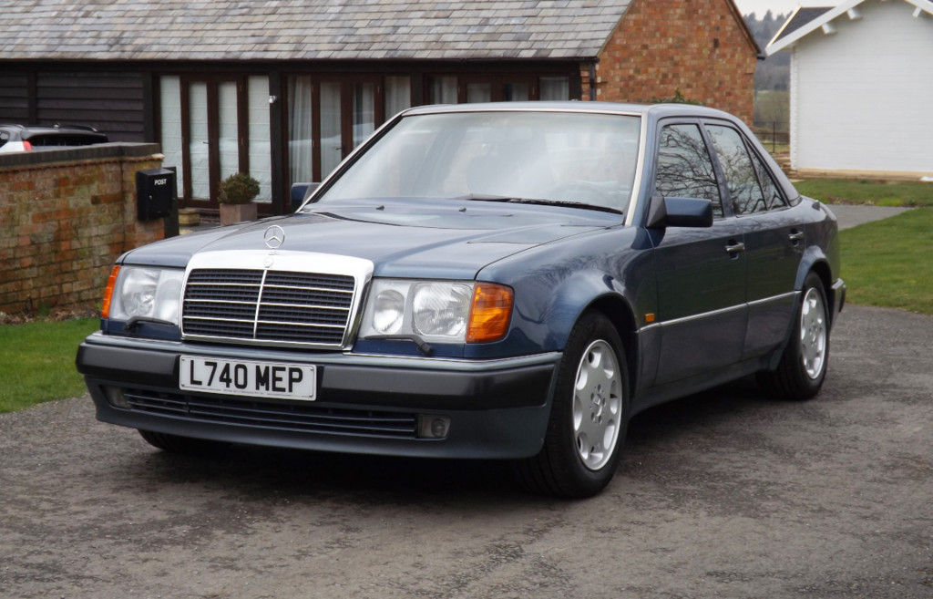 1993 Mercedes-Benz 500E once owned by Rowan Atkinson