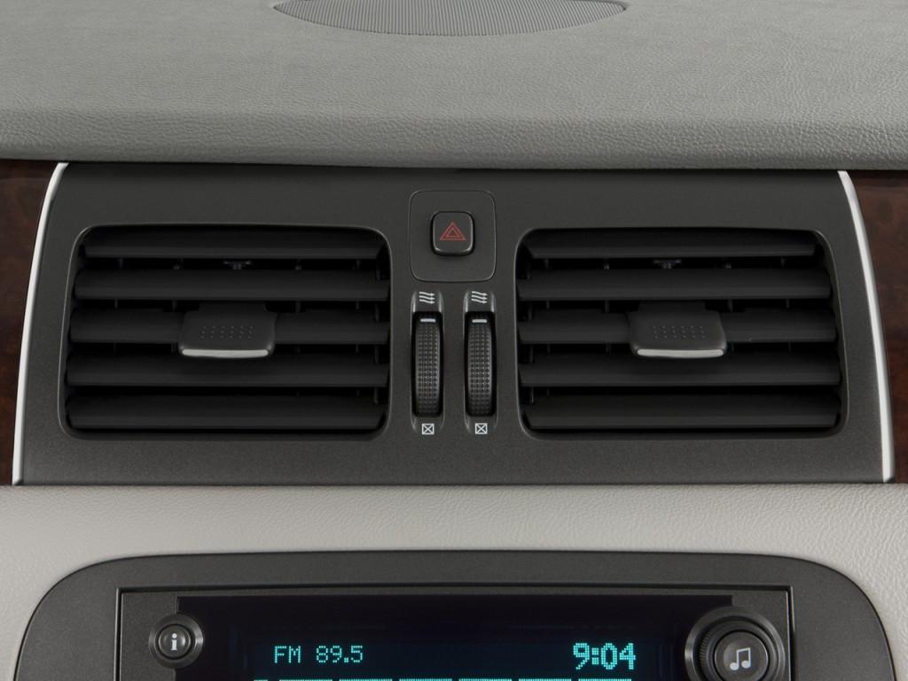 Buick LaCrosse: Air Vents