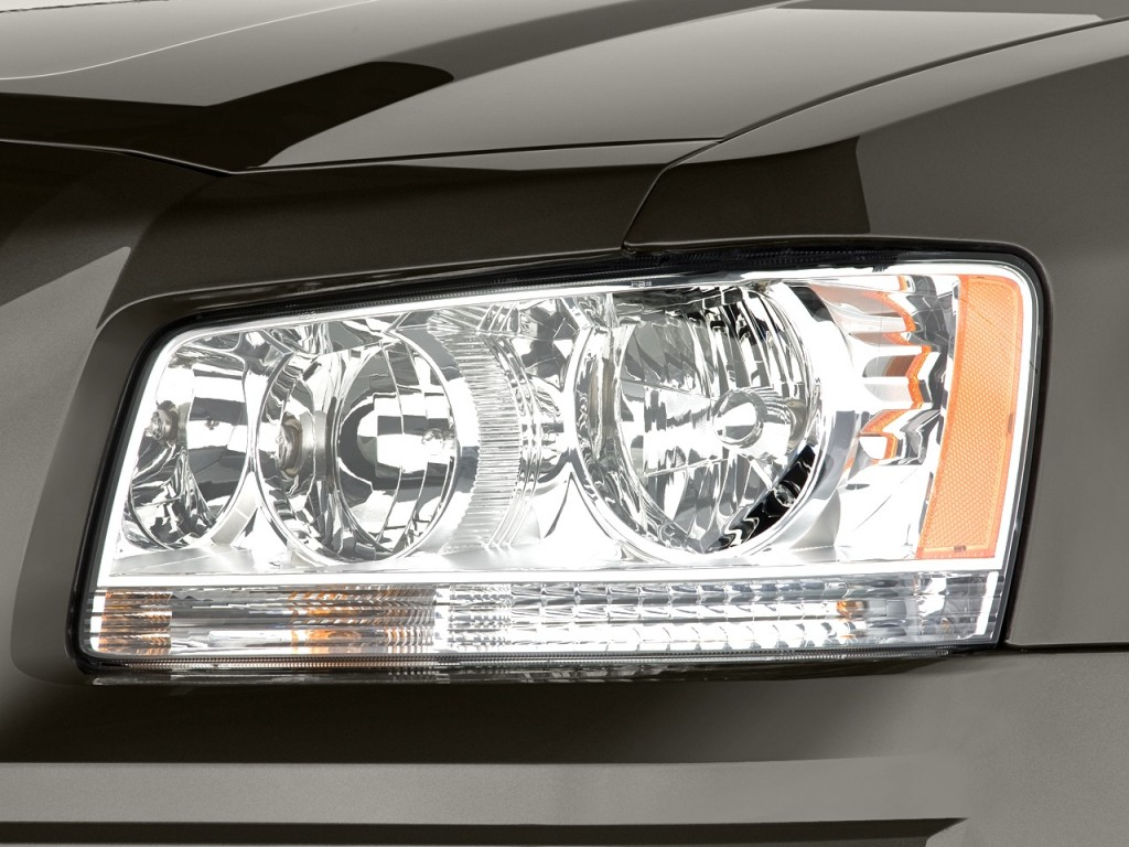 2008 Dodge Magnum 4-door Wagon RWD Headlight