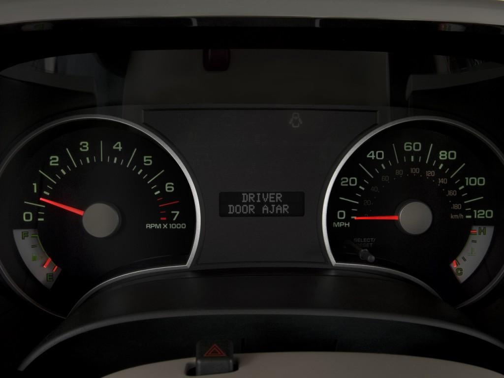 Image: 2008 Ford Explorer RWD 4-door V6 XLT Instrument ...
