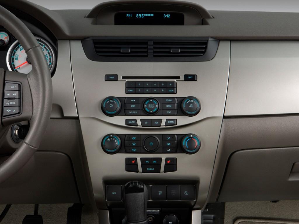 Image: 2008 Ford Focus 4-door Sedan SE Instrument Panel ...