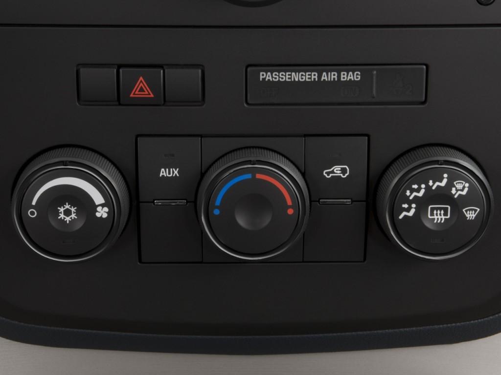 Image: 2008 Saturn Outlook FWD 4-door XE Temperature ...
