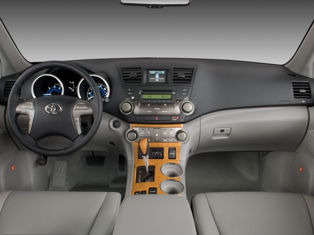 Toyota Corolla Dr Le Pic X further Trd Toyota Matrix as well Toyota Corolla Door Sedan Le Manual Natl Dashboard M moreover Toyota Runner Dr V Auto Wd Natl M also Toyota Rav L Cyl Ffuse Interior Part. on 2004 toyota matrix dashboard
