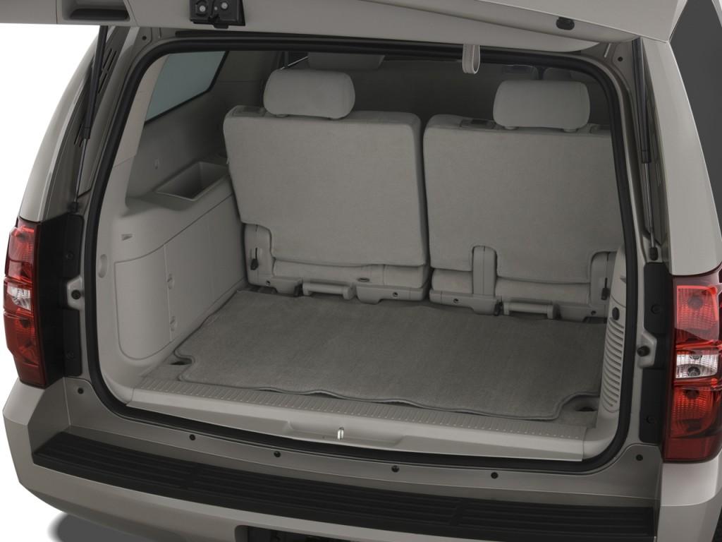 Image: 2009 Chevrolet Suburban 2WD 4-door 1500 LS Trunk ...