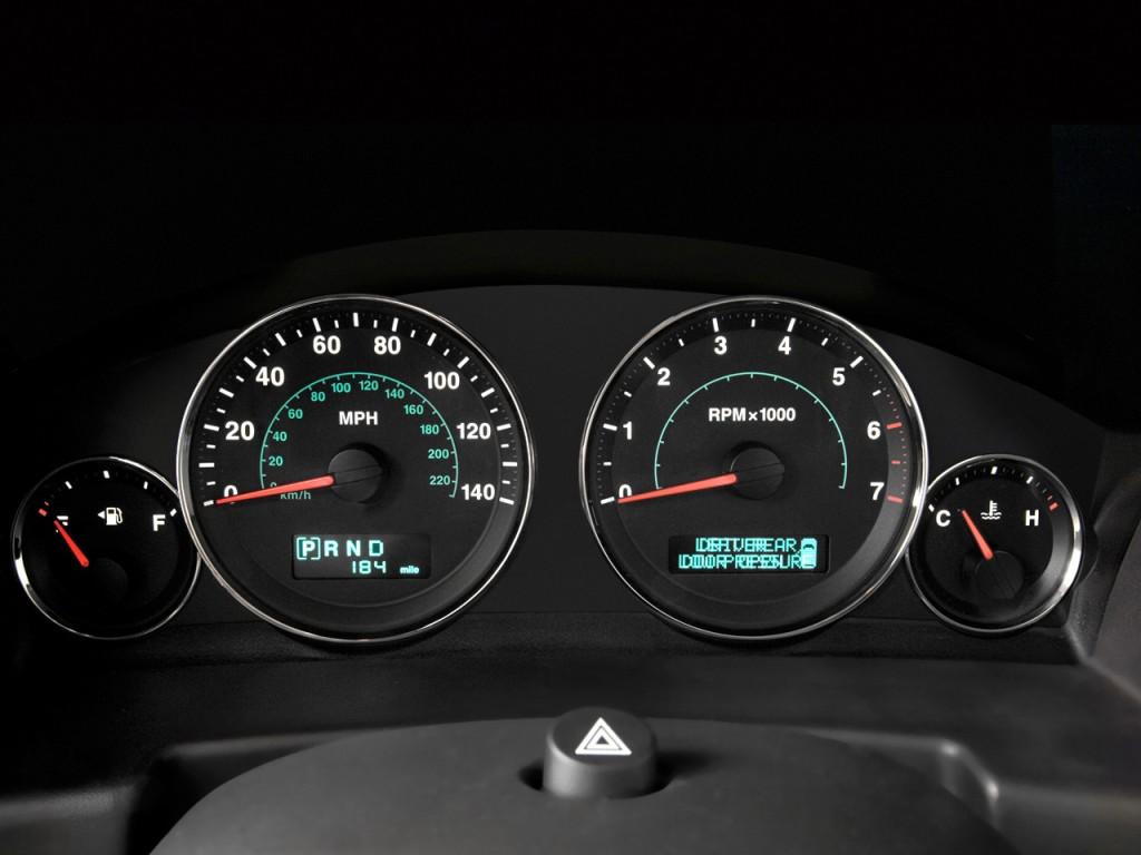 Image: 2009 Jeep Commander RWD 4-door Limited Instrument ...