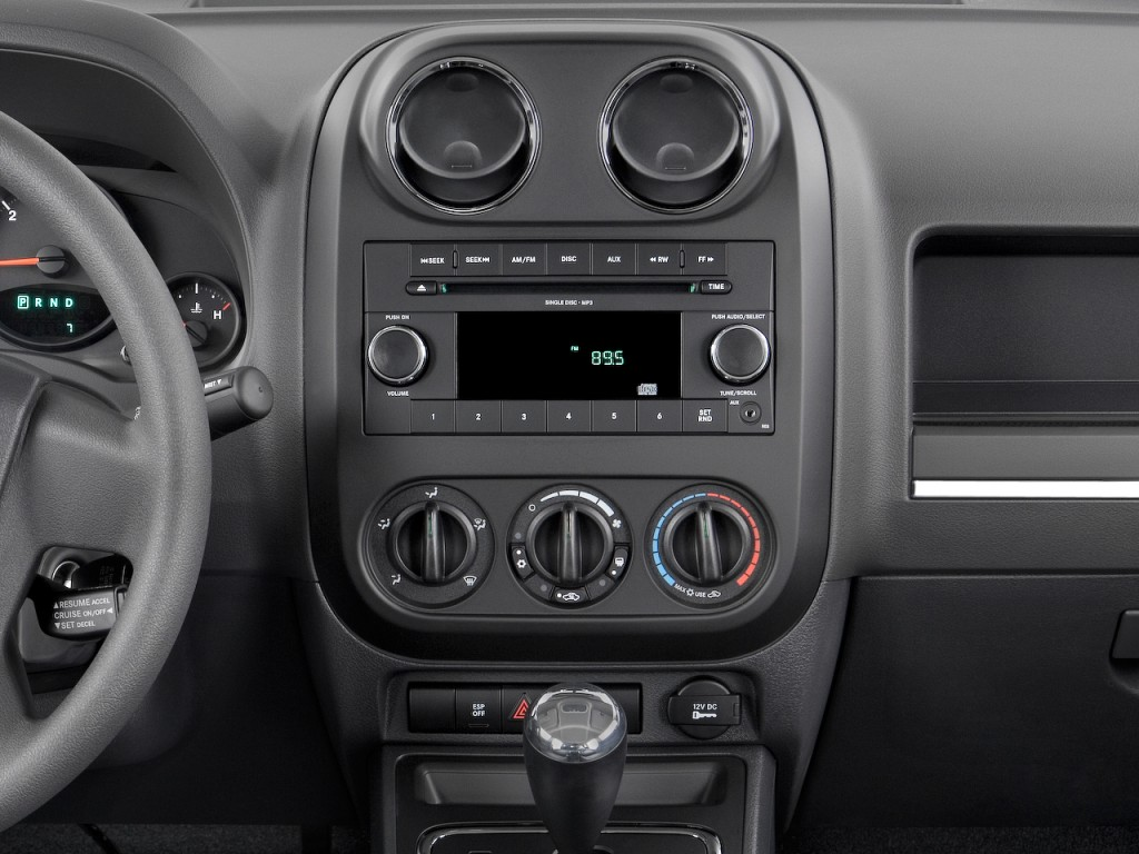 Image: 2009 Jeep Patriot FWD 4-door Sport Instrument Panel ...