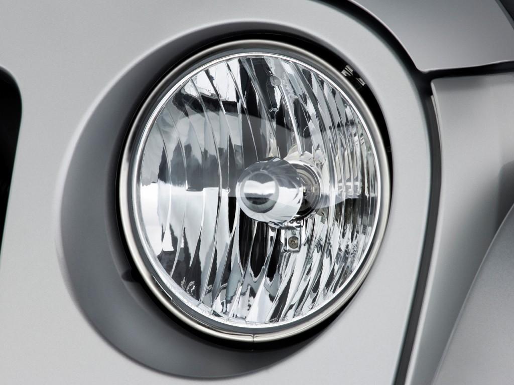 Image: 2009 Jeep Wrangler 4WD 2-door Sahara Headlight ...