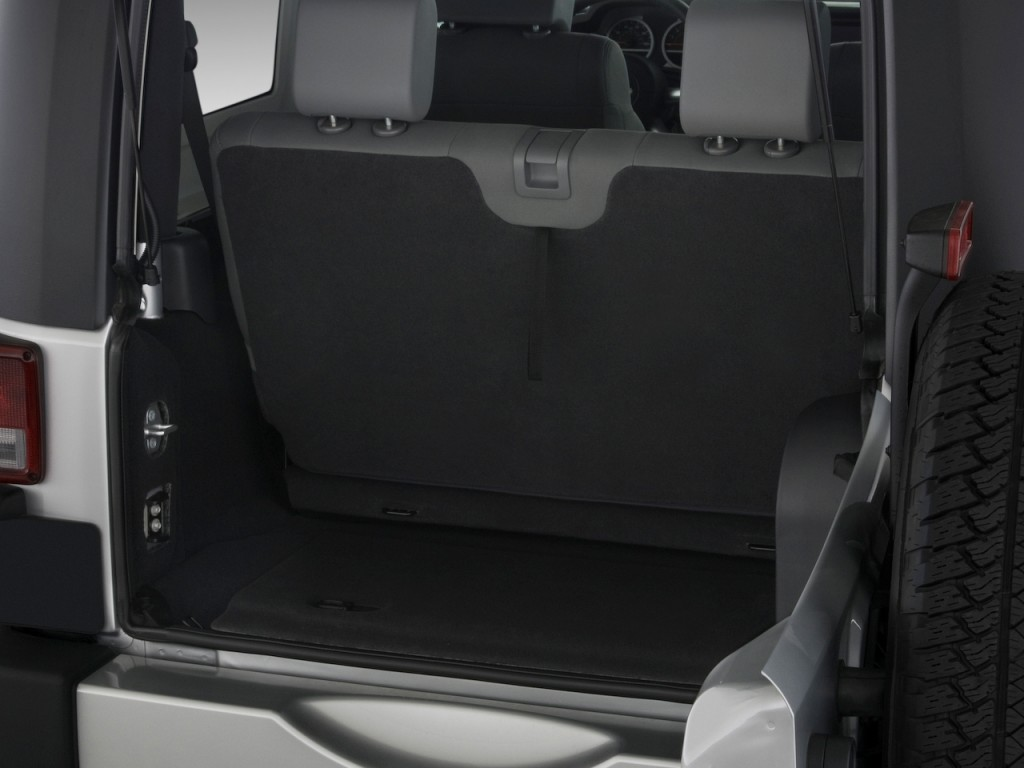 image 2009 jeep wrangler 4wd 2 door sahara trunk size. Black Bedroom Furniture Sets. Home Design Ideas