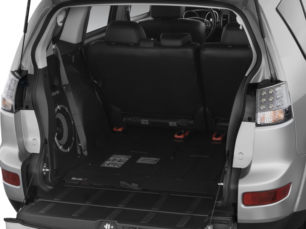 image  mitsubishi outlander awd  door xls trunk size    type gif posted