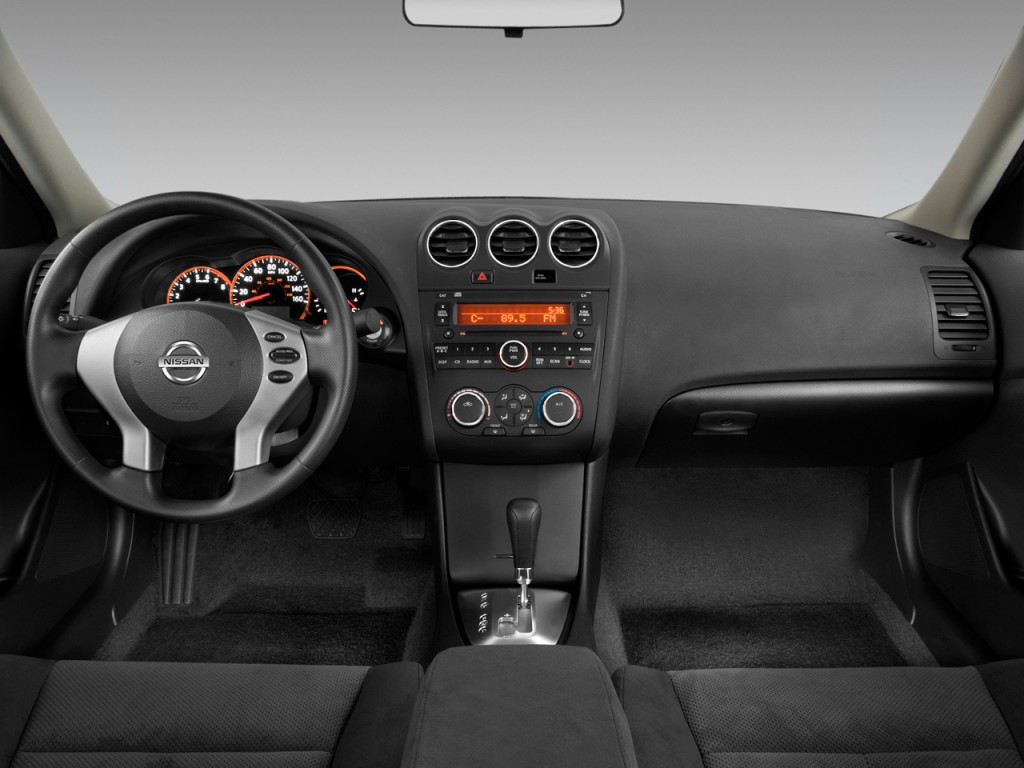 Image 2009 Nissan Altima 4 Door Sedan I4 Cvt S Dashboard