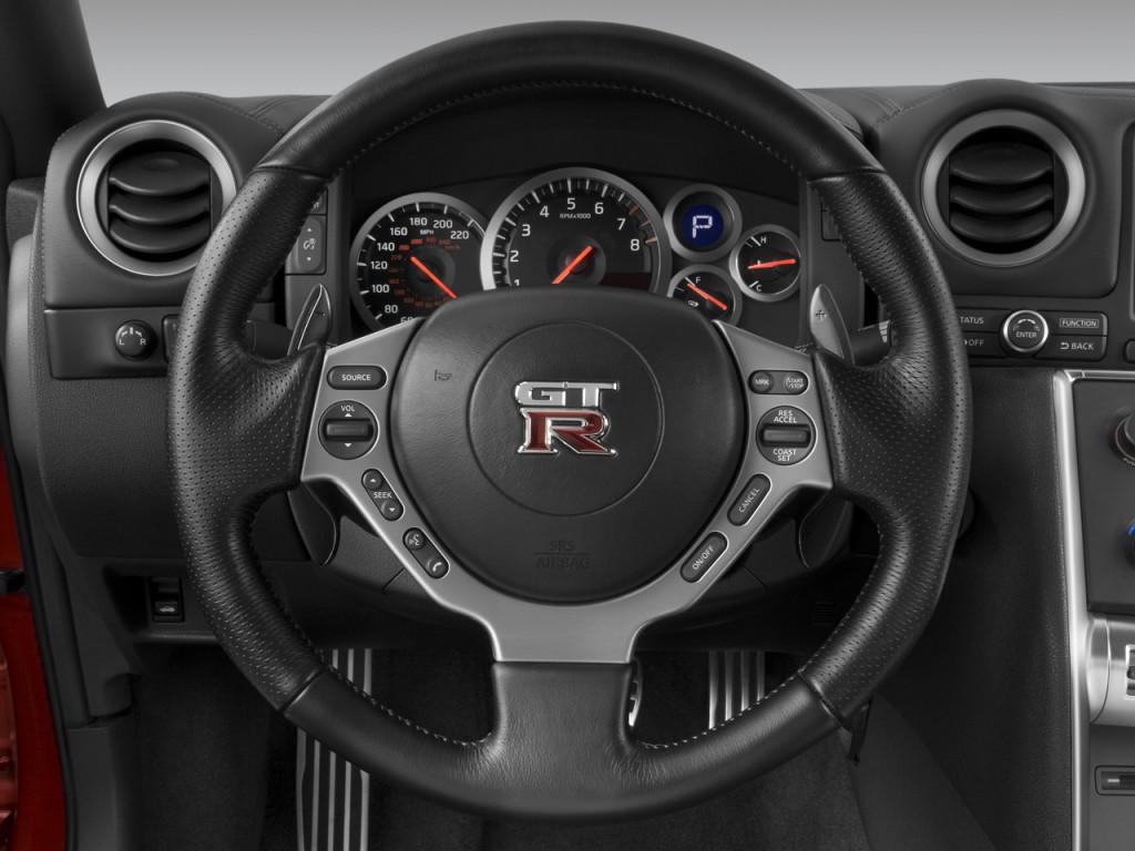 Image 2009 Nissan Gt R 2 Door Coupe Steering Wheel Size
