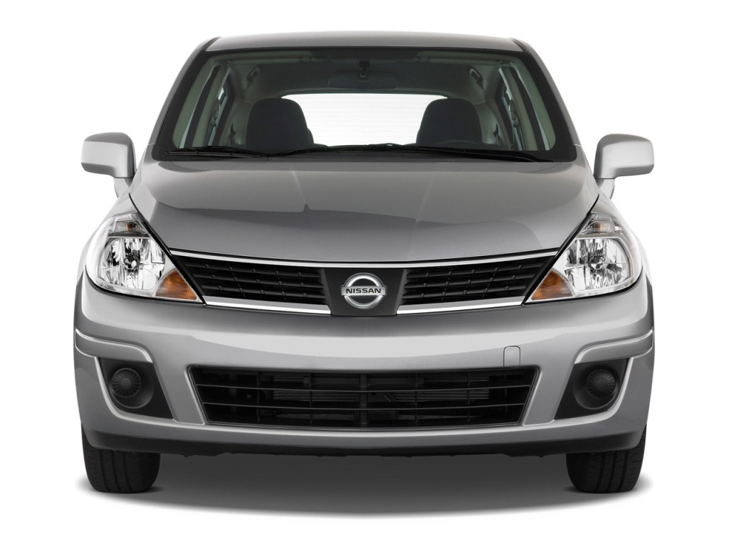 2009 Nissan Versa 5dr HB Auto S Front Exterior View