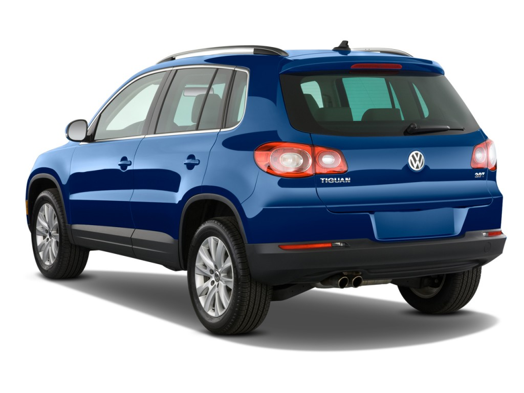 2009 Volkswagen Tiguan FWD 4-door SE Angular Rear Exterior View