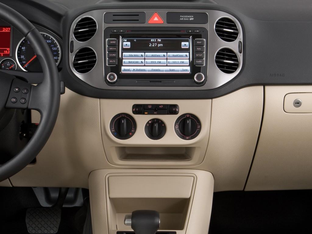 2009 Volkswagen Tiguan FWD 4-door SE Instrument Panel