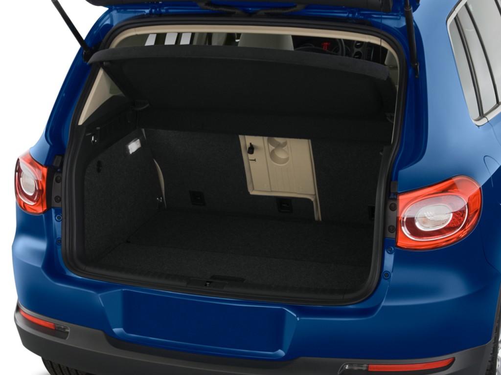 2009 Volkswagen Tiguan FWD 4-door SE Trunk
