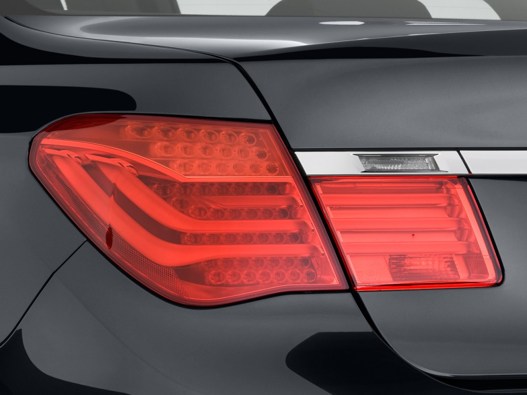 Image 2010 Bmw 7 Series 4 Door Sedan 750i Rwd Tail Light