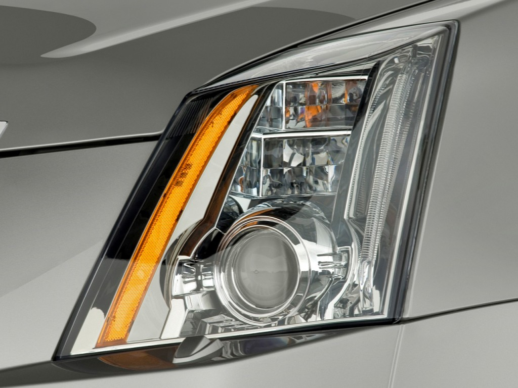 Image 2010 Cadillac Cts 4 Door Sedan 3 0l Rwd Headlight