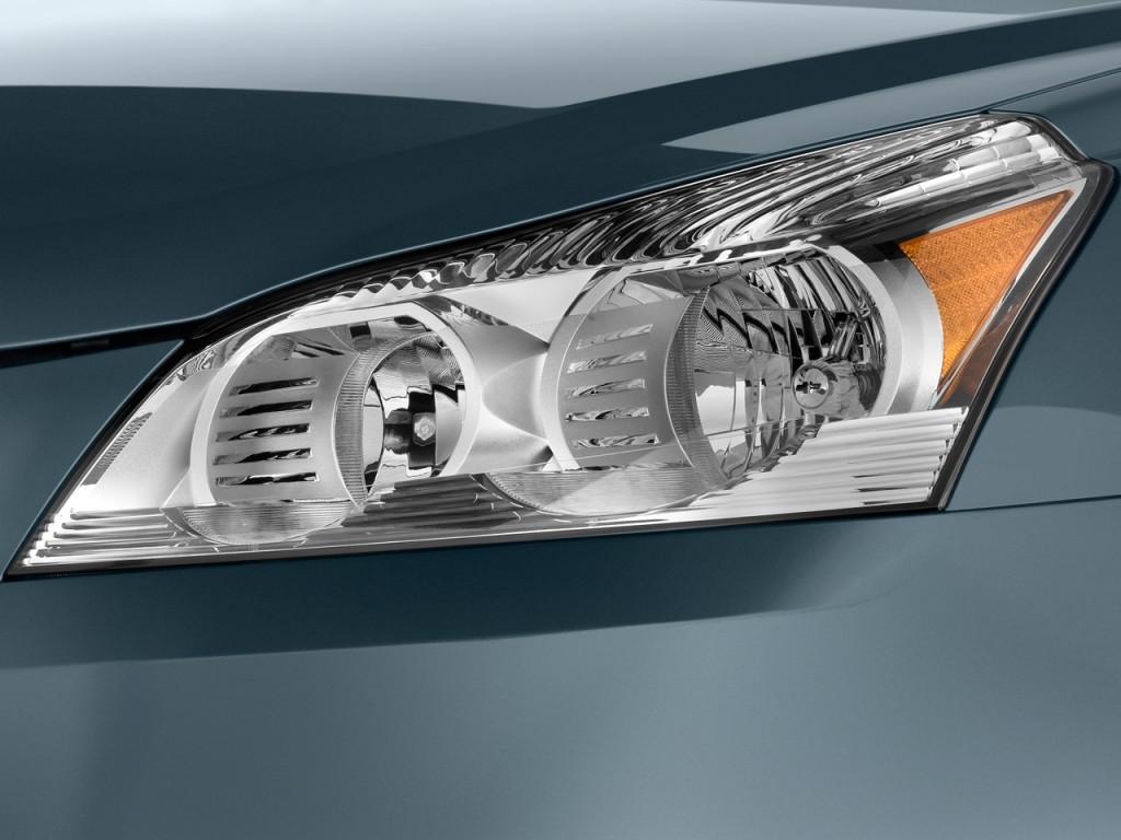 Image: 2010 Chevrolet Traverse FWD 4-door LS Headlight ...