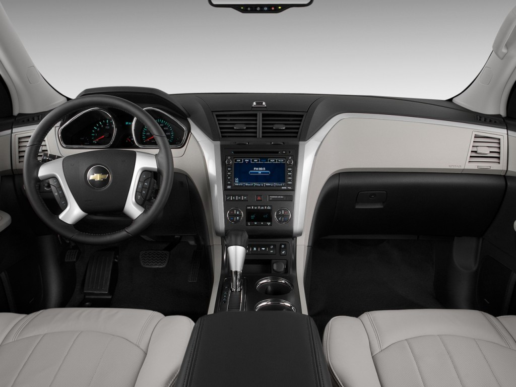 Image: 2010 Chevrolet Traverse FWD 4-door LTZ Dashboard ...
