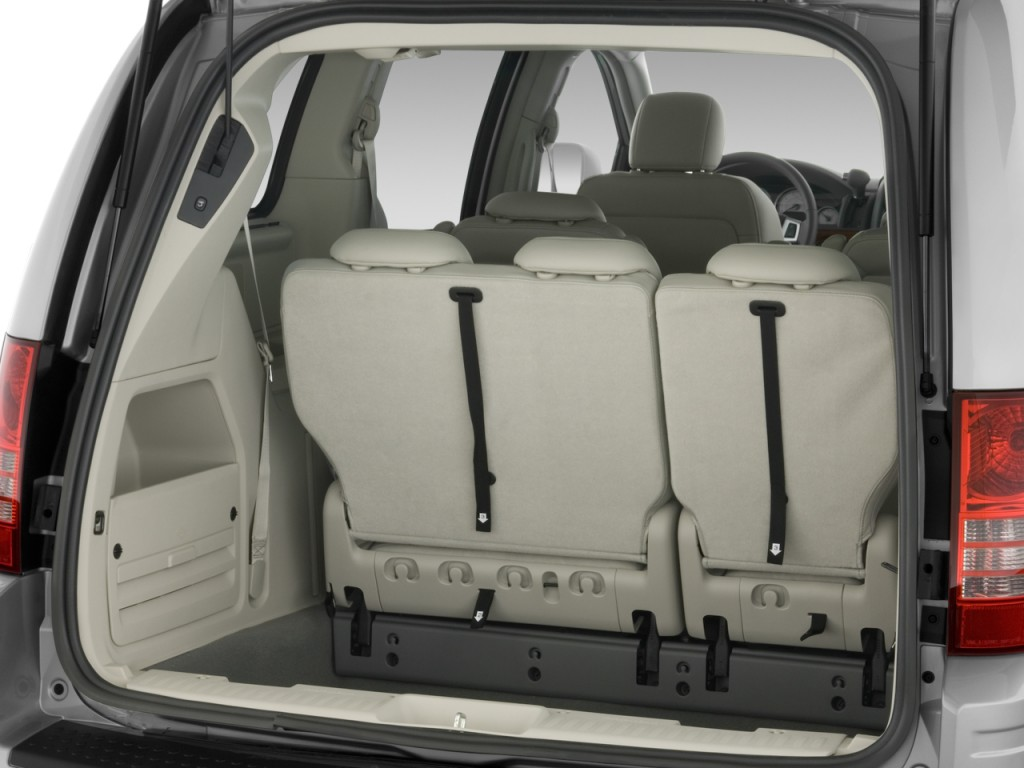 Image: 2010 Chrysler Town & Country 4-door Wagon Touring ...