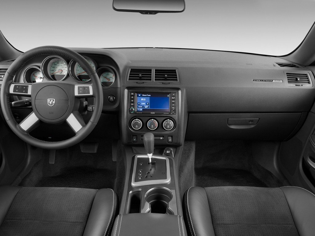 Image: 2010 Dodge Challenger 2-door Coupe SRT8 Dashboard ...