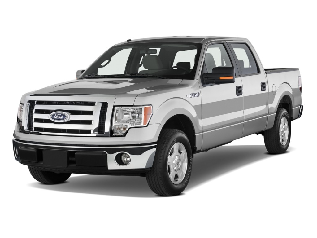"""2010 Ford F-150 2WD SuperCrew 145"""" XLT Angular Front Exterior View"""