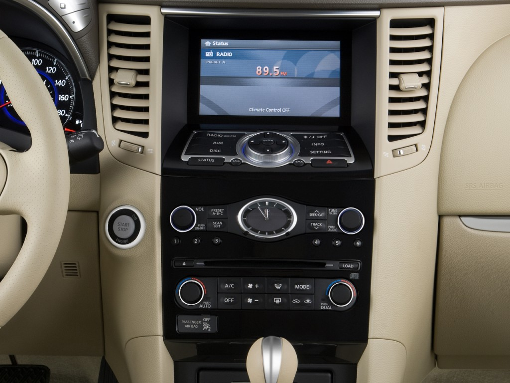 Image: 2010 Infiniti FX35 RWD 4-door Instrument Panel ...