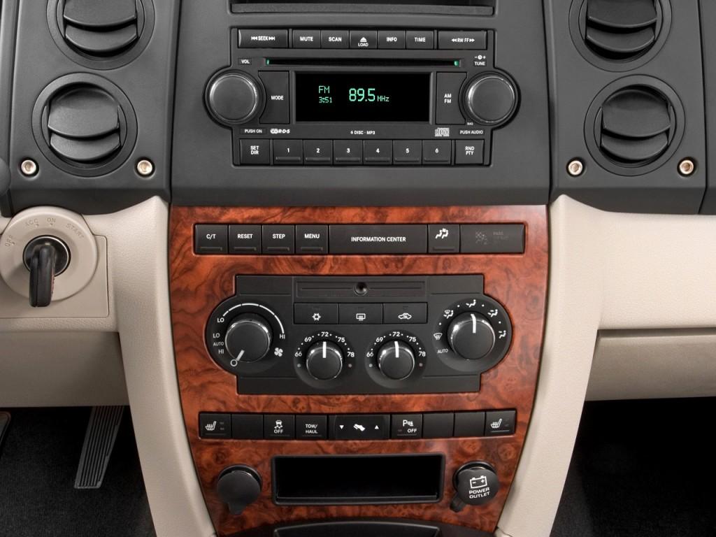 Image 2010 Jeep Commander Rwd 4 Door Limited Instrument