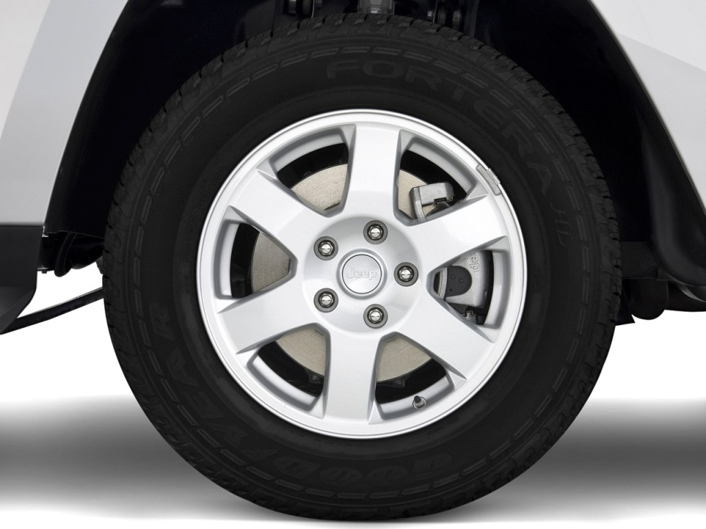 Image: 2010 Jeep Grand Cherokee RWD 4-door Laredo Wheel ...