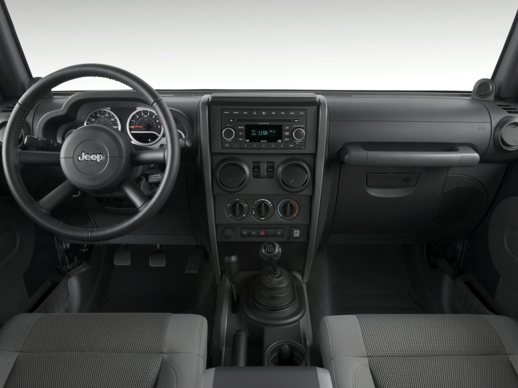 2010 Jeep Wrangler 4WD 2-door Rubicon Dashboard