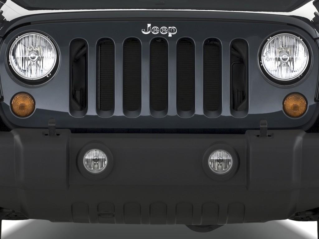 2010 Jeep Wrangler 4WD 2-door Rubicon Grille