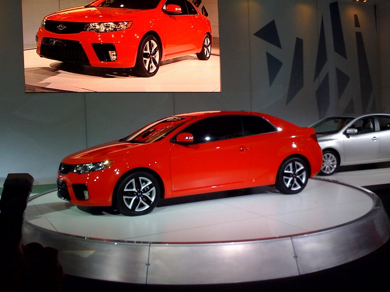 new york auto show first pic of 2010 kia forte koup. Black Bedroom Furniture Sets. Home Design Ideas