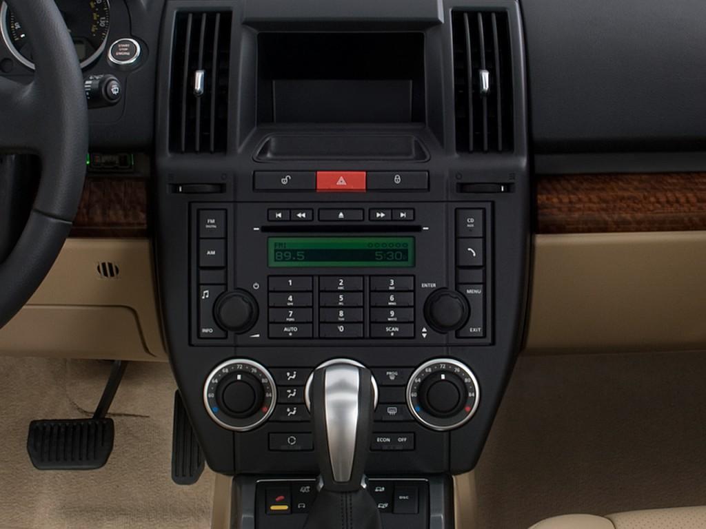 image 2010 land rover lr2 awd 4 door hse instrument panel. Black Bedroom Furniture Sets. Home Design Ideas
