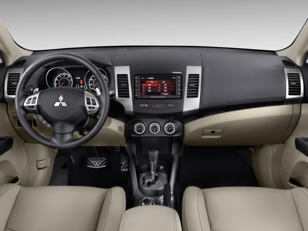 2010 Mitsubishi Outlander AWD 4-door GT Dashboard