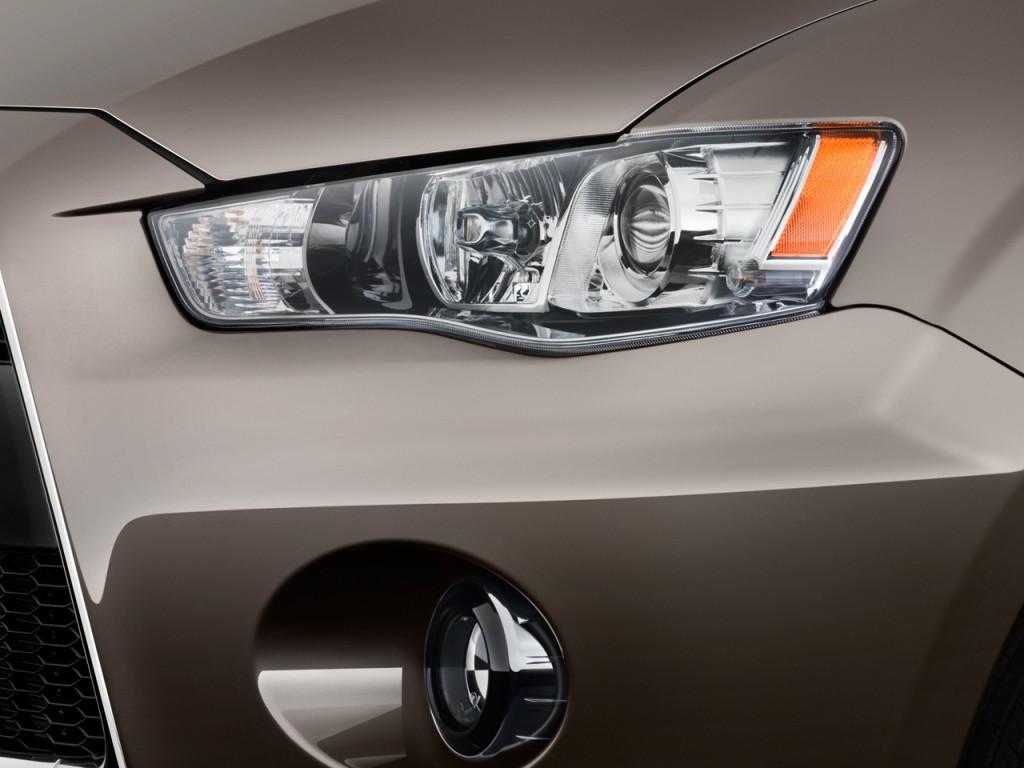 2010 Mitsubishi Outlander AWD 4-door GT Headlight