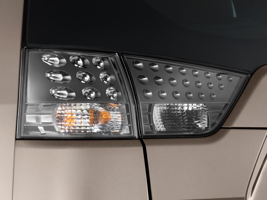 2010 Mitsubishi Outlander AWD 4-door GT Tail Light