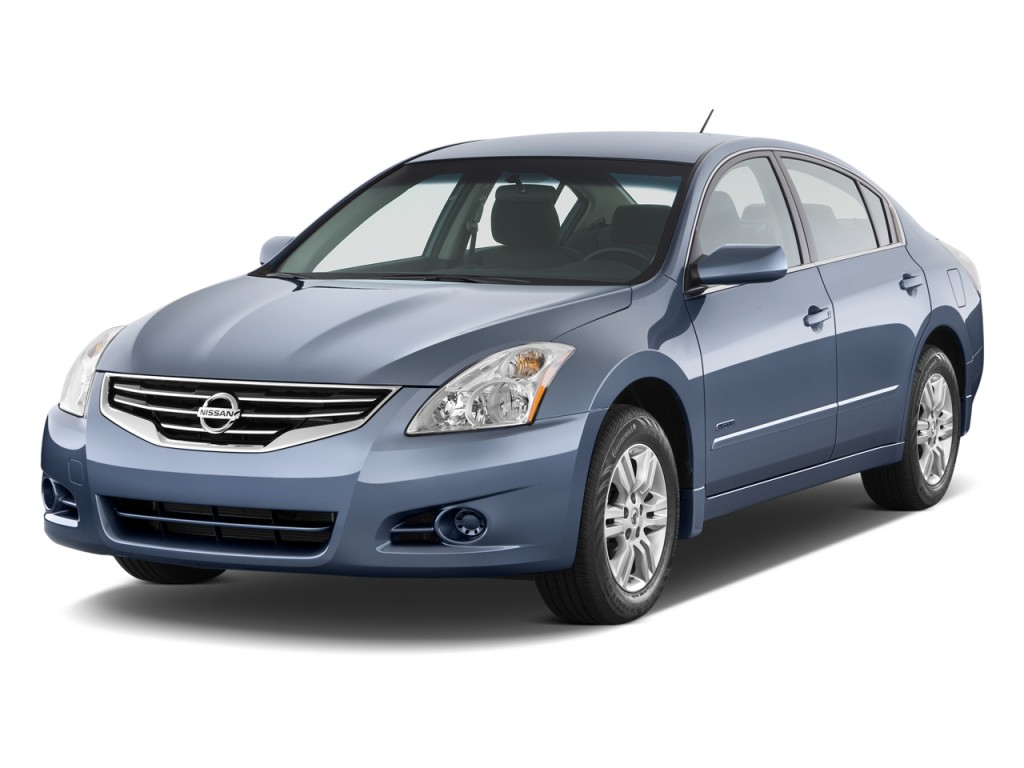 2010 Nissan Altima 4-door Sedan I4 eCVT Hybrid Angular Front Exterior View