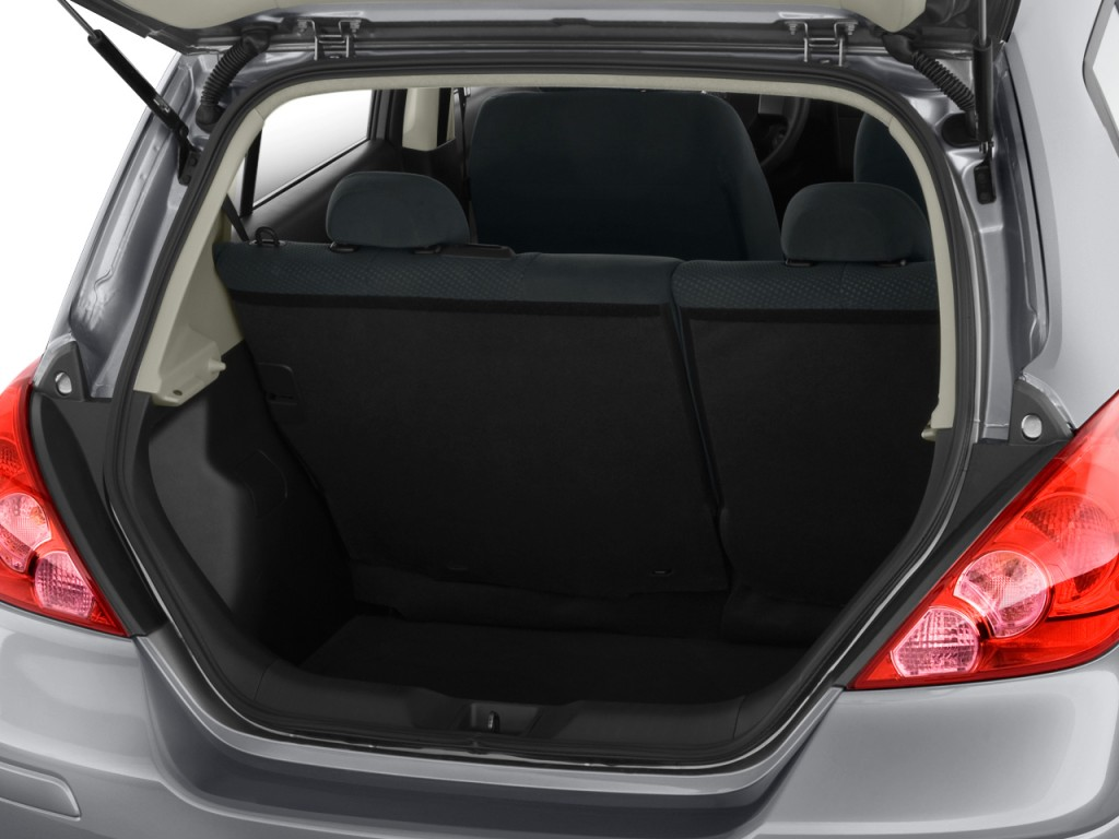 Image: 2010 Nissan Versa 5dr HB I4 Auto 1.8 S Trunk, size ...