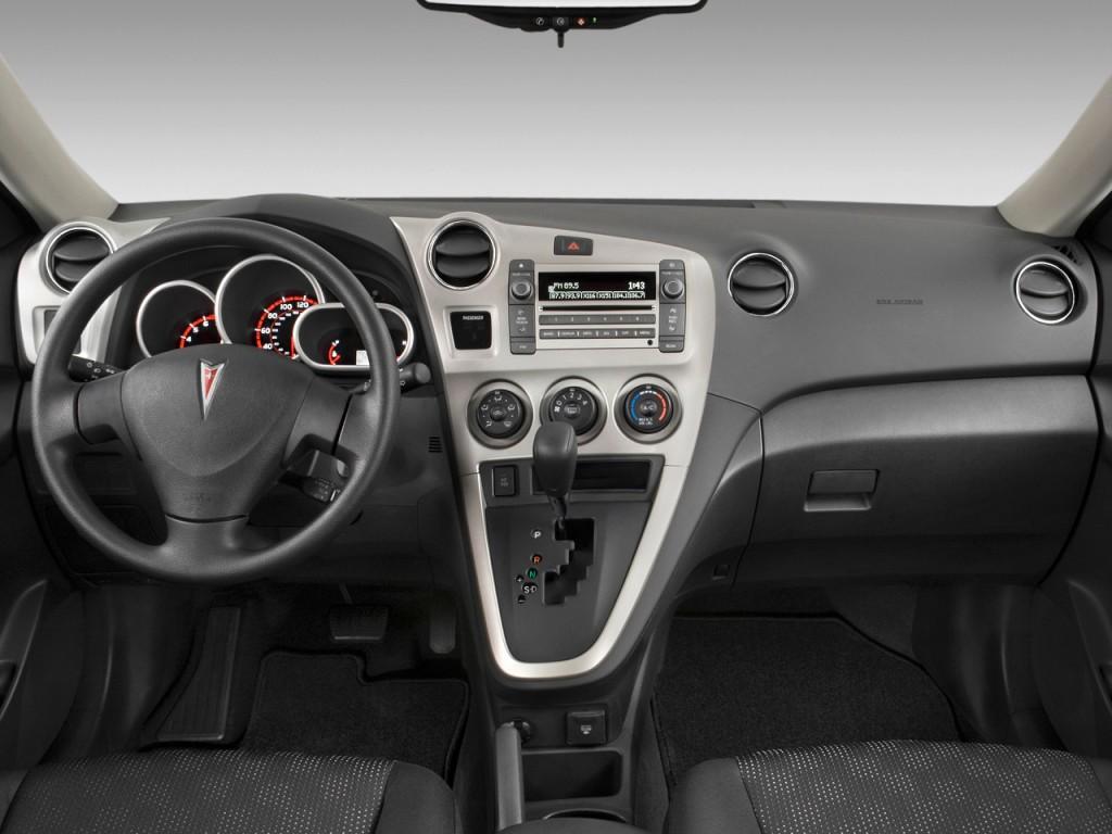 2010 Pontiac Vibe 4-door HB FWD w/1SA Dashboard