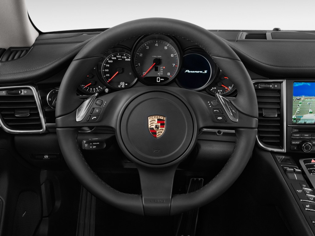 image 2010 porsche panamera 4 door hb 4s steering wheel. Black Bedroom Furniture Sets. Home Design Ideas
