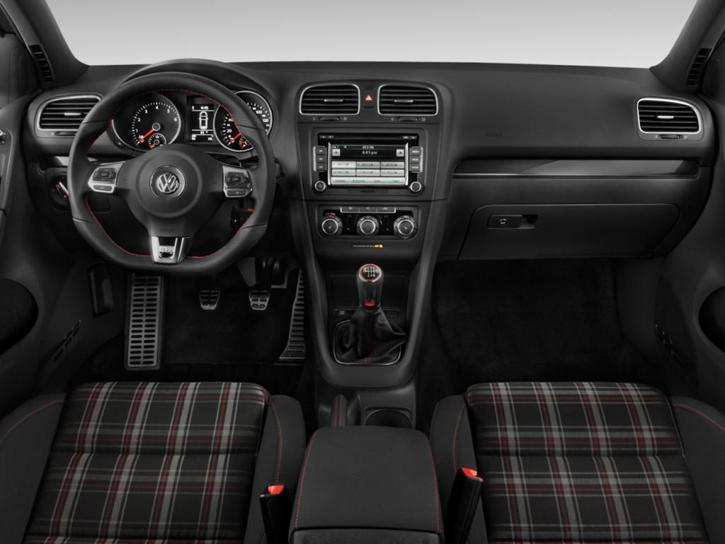 2010 Volkswagen GTI 2-door HB Man PZEV Dashboard
