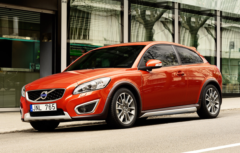 Volvo Recalls 2010 2011 C30 S40 And V50 For Faulty Shift Linkages